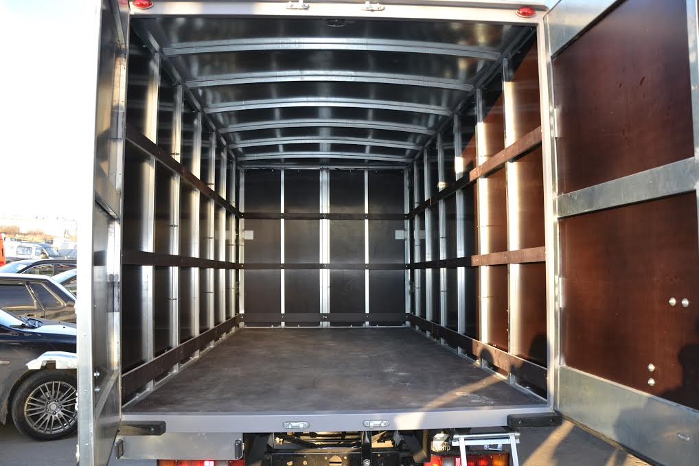 промтоварный фургон внутреннее пространство